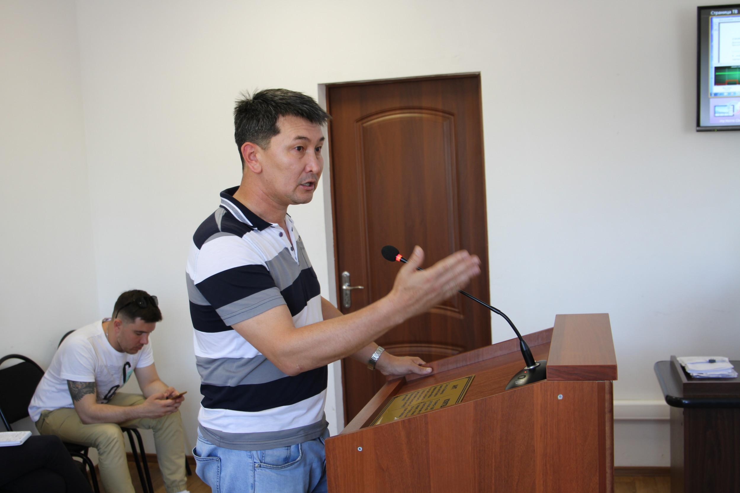 За что полицейские Уральска подали в суд на Лукпана Ахмедьярова