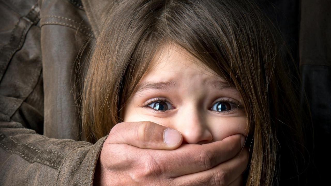 В ЗКО посадили мужчину, который больше года насиловал своих племянниц.