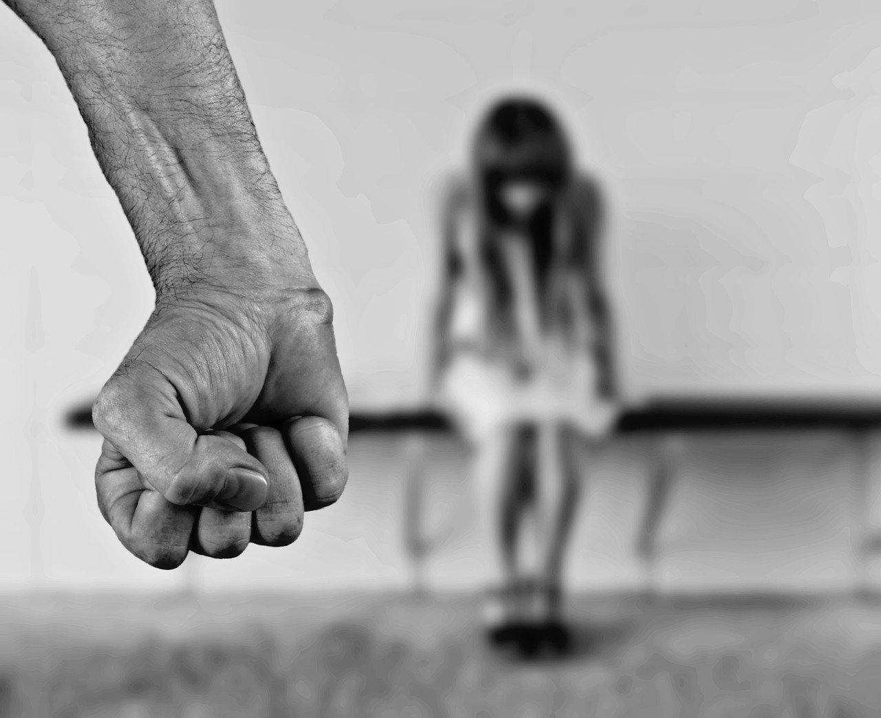 В Уральске начался суд по делу о развращении отчимом 13-летней девочки