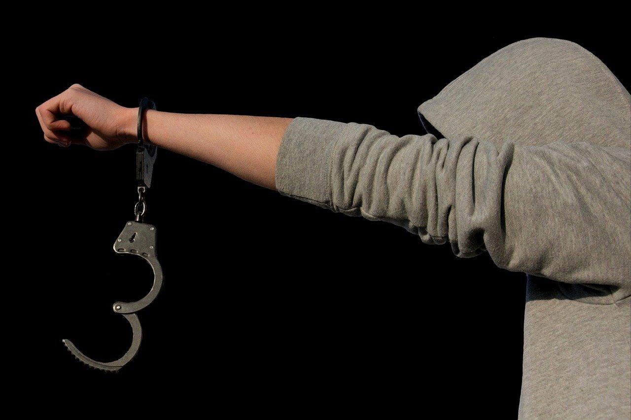 В Шымкенте задержан школьник по подозрению в убийстве отца одноклассницы