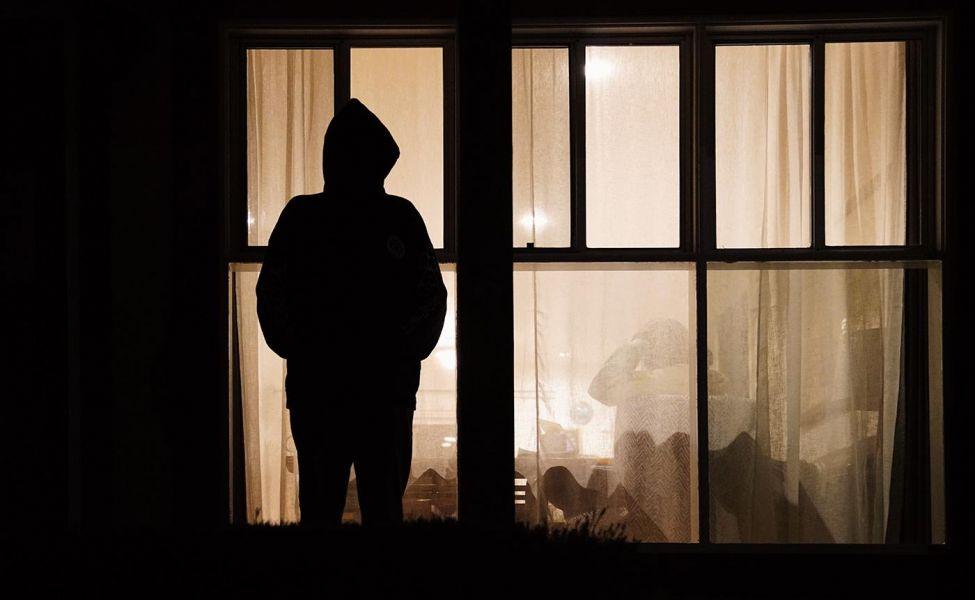 Карагандинку преследует бывший муж, подсевший на наркотики
