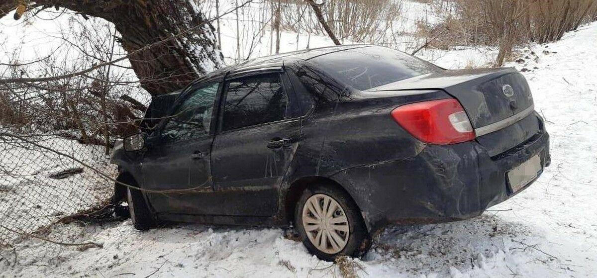 Актюбинец, врезавшийся в дерево на своем автомобиле, отсудил более 4 млн тенге