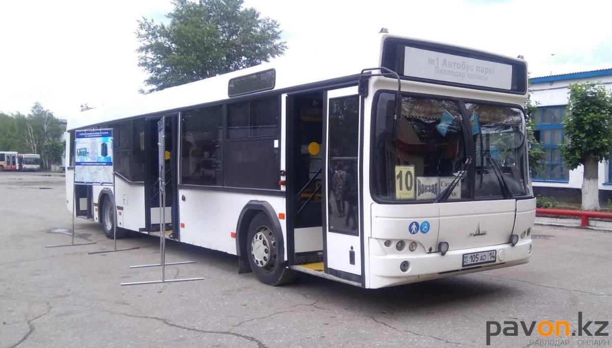 Вытолкала пенсионерку из автобуса: кондуктора наказали в Павлодаре