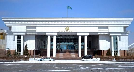 Освобождающий кандидатов в судьи Верхового суда от спецэкзамена закон подписал Токаев