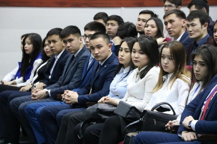 Бакалавры КазМУНО пожаловались на задержку стипендий в Минздрав