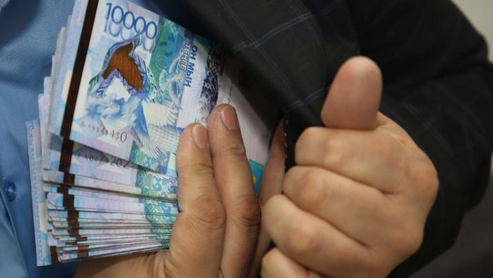 Сотрудника Антикора осудили за взятку в 60 миллионов тенге