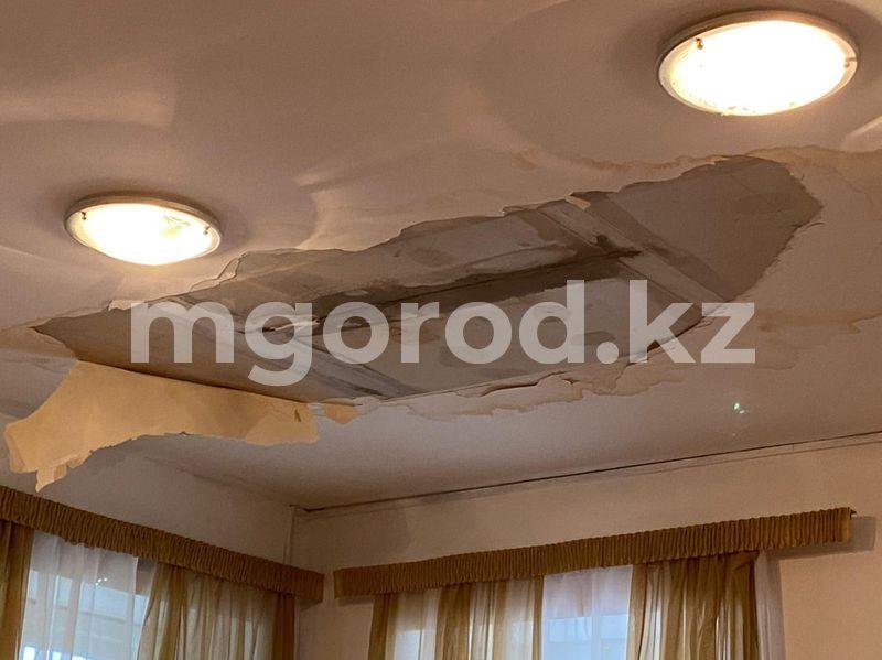 Третий год в Уральске продолжаются суды с компанией, некачественно отремонтировавшей крышу в драмтеатре