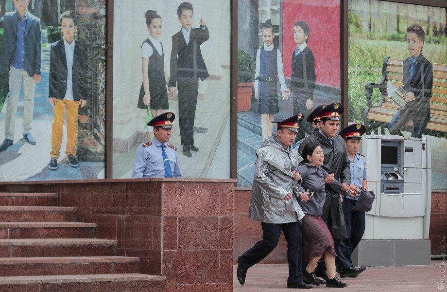 Активистов задерживает и отправляют под адмарест перед протестами 6 июля