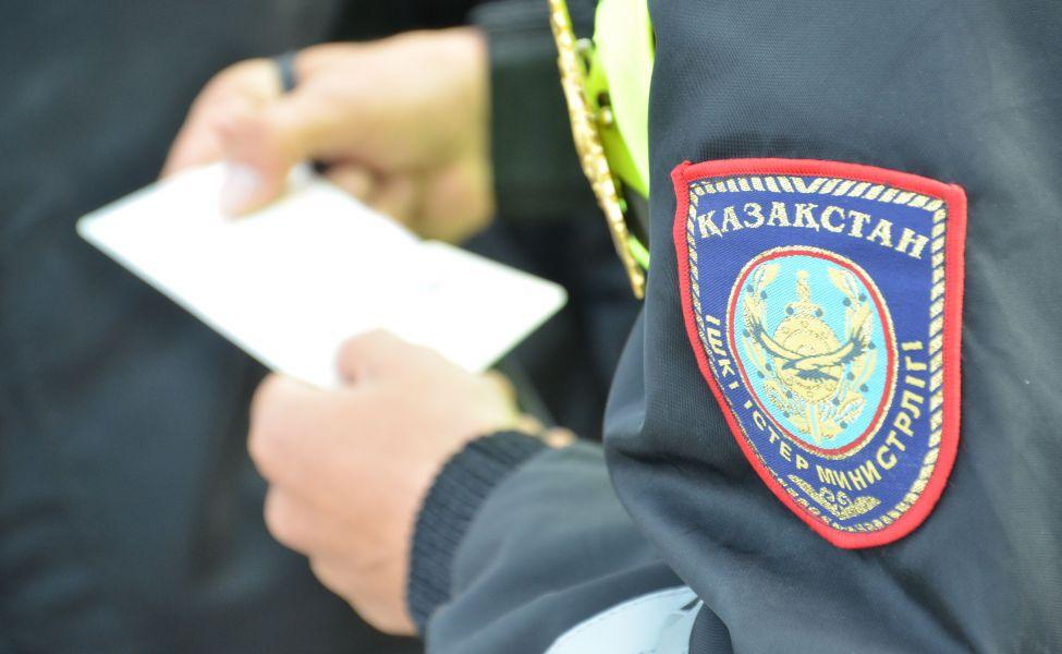 Полицейский, уличённый в стяжательстве, приказывал потерпевшему молчать