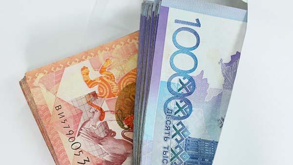 Карагандинские налоговики забрали деньги у предпринимателя