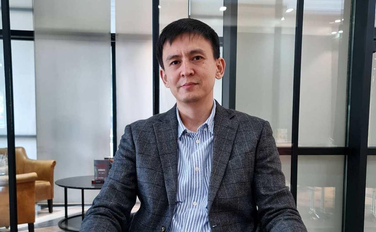 Адвокат Джохар Утебеков выиграл дело у банка, забравшего дом незрячей карагандинки
