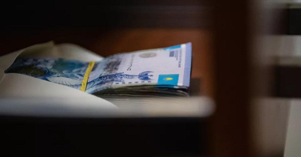 «За год я отдала директору 620 тысяч тенге», — учитель из Атырау