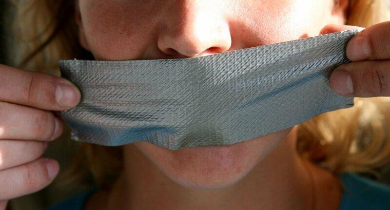 В мажилисе предложили запретить журналистам и блогерам писать о судебных процессах