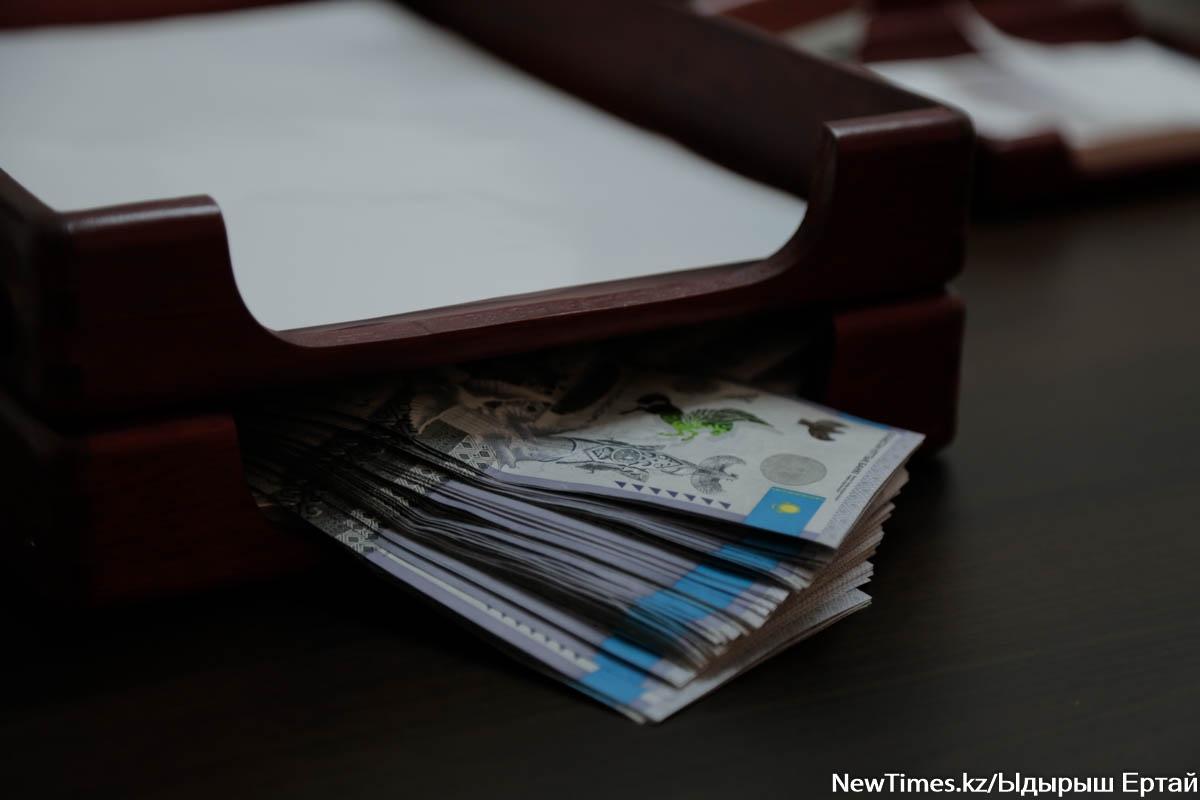 Перевела себе и матери 54 млн тенге: Суд вынес приговор чиновнице в Атырау